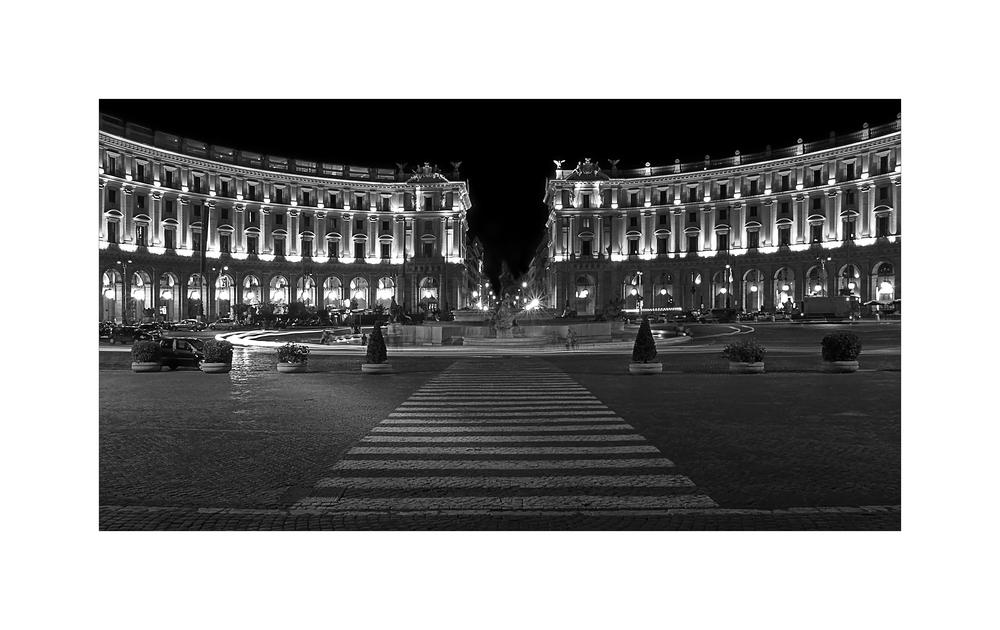 piazza dell' indipendenza