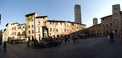 Piazza della Cisterna / San Gimignano
