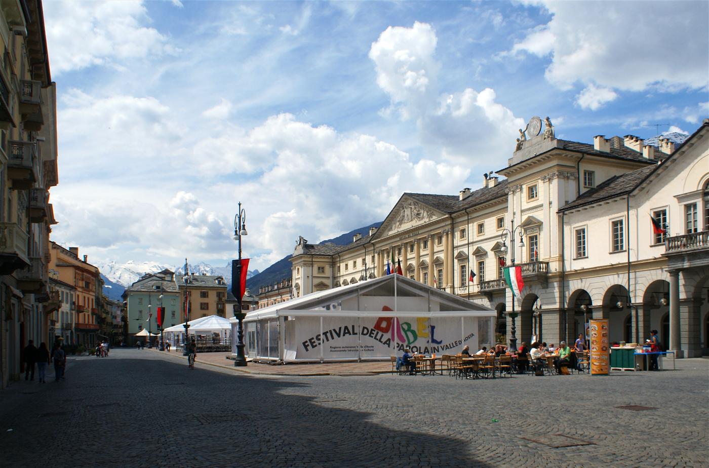 ..Piazza Emile Chanoux..