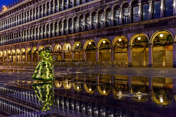 Piazza San Marco, bevor die Lichter ausgehen