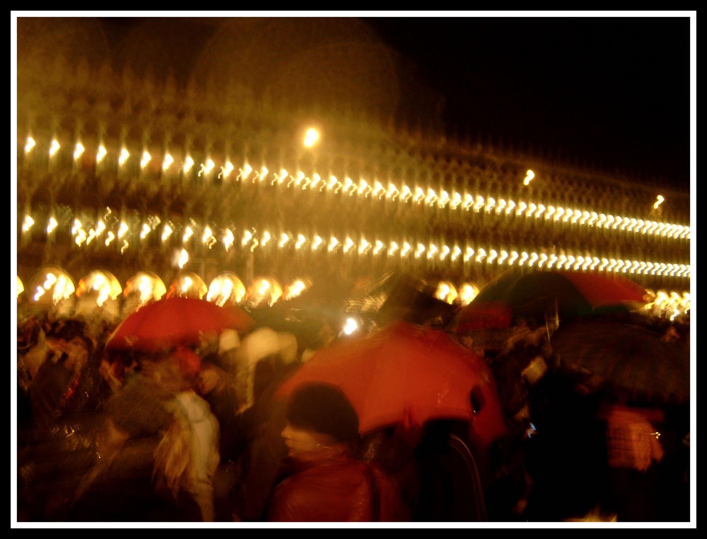 Piazza San Marco in Rot und Regen
