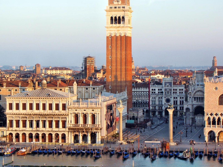 Piazza San Marco von Kreuzfahrtschiff aus aufgenommen.