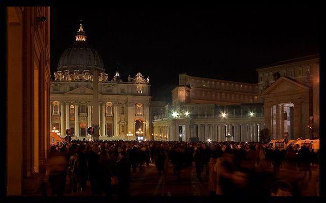 Piazza San Pietro in Rom - Die Nacht als der Papst stirbt