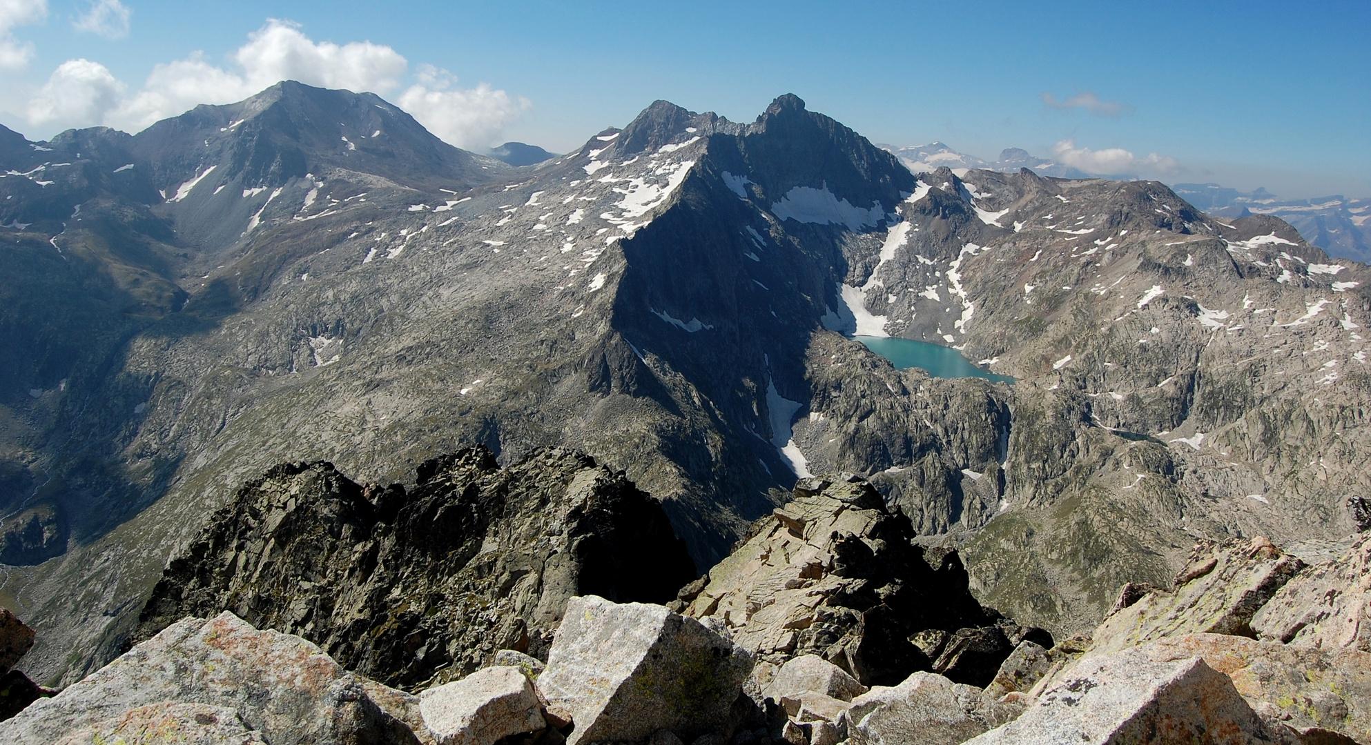 Pic long, pic badet et lac tourrat vus depuis le turon du néouvielle
