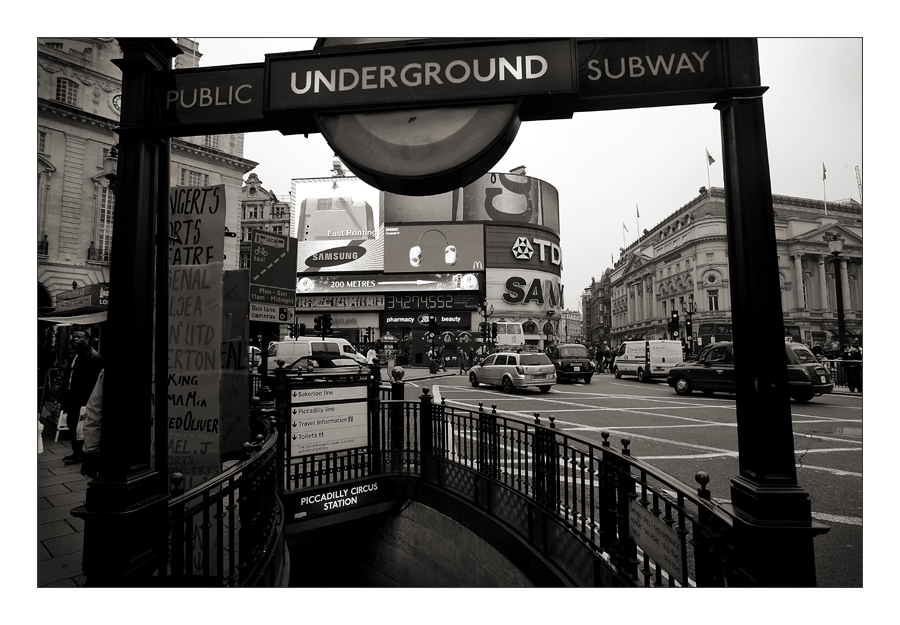 +++PICCADILLY CIRCUS+++