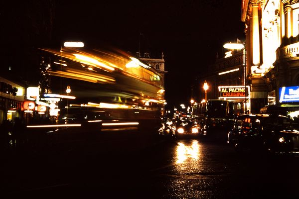 Piccadilly Circus bei Nacht 1983