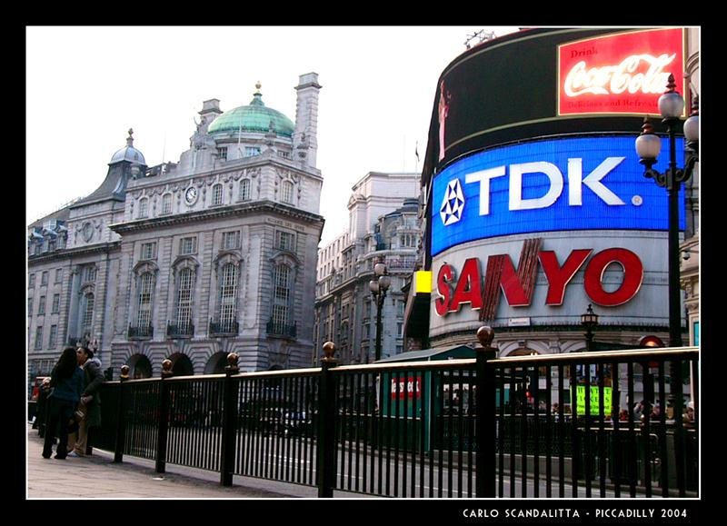 Piccadilly kisssss !