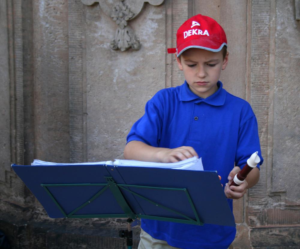 Piccolo suonatore di flauto