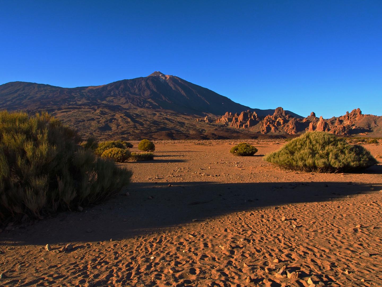 Pico Viejo, Pico Del Teide und Los Roques de Garcia im abendlichen Licht (von Links)