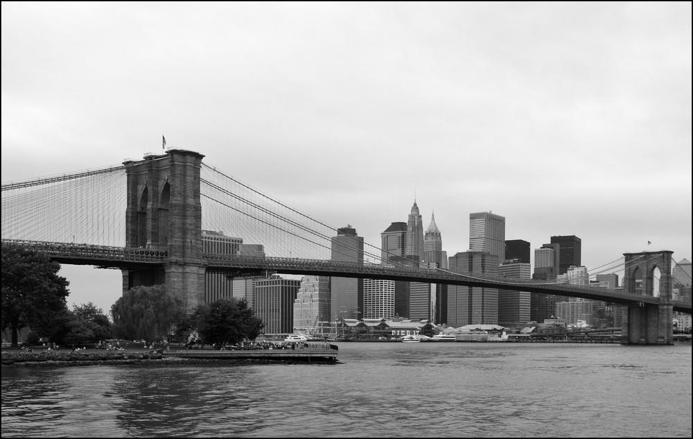 Pier 17 und die Brooklyn Bridge