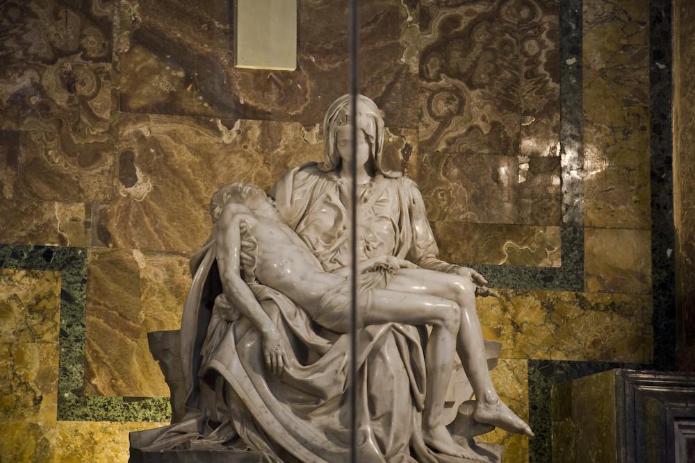 Pietà divisa a metà!!!