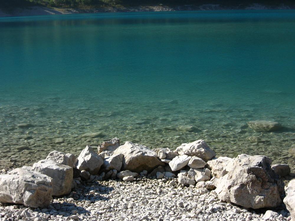 Pietre al lago