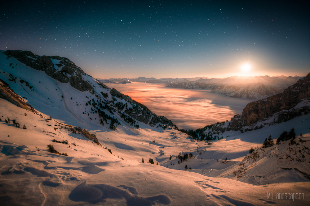 ^ Pilatus: Mondaufgang über dem Nebelmeer ^