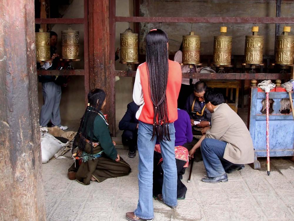 Pilgergruppe im Kloster Samye