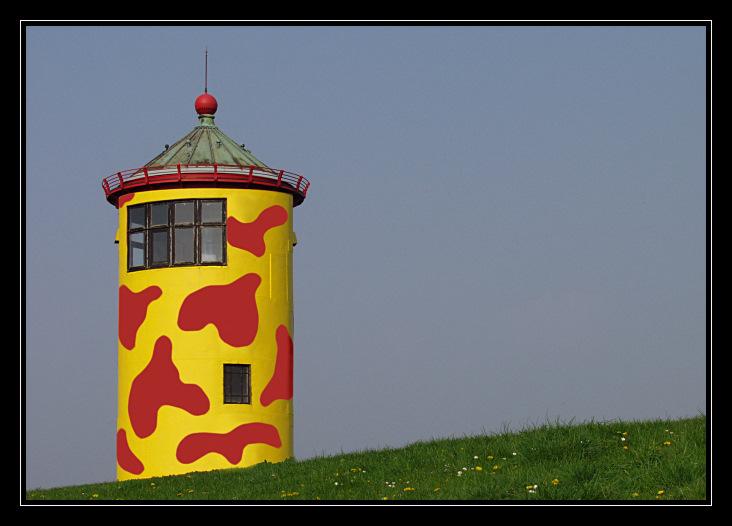 Pilsumer Leuchtturm - frisch gestrichen ! ;-)