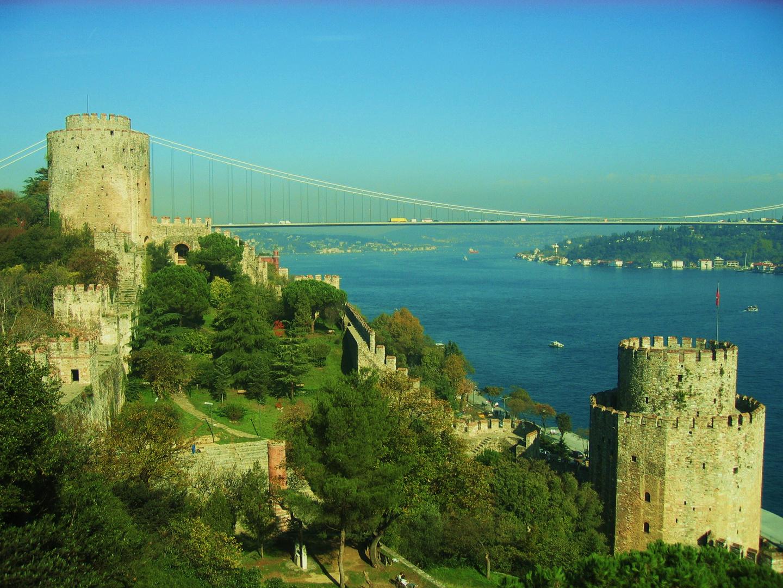 Pinar BAGDATLIOGLU   Pont de Bosphore, Turquie