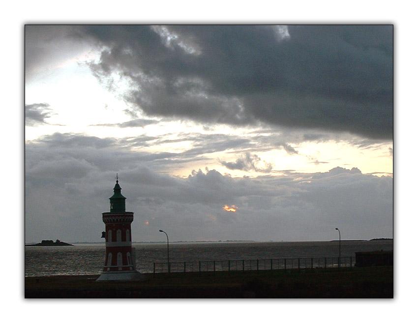 Pingelturm vor Wolkenkulisse