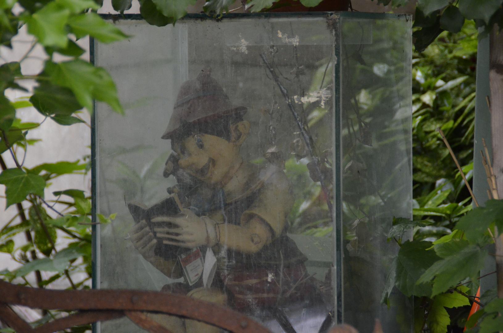 Pinoccio unter Glas