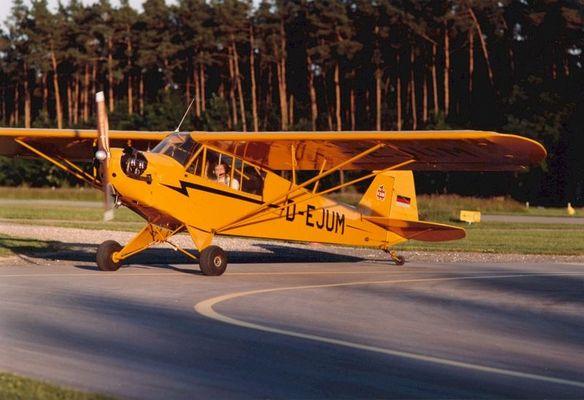 Piper J3C D-EJUM im Abendlicht