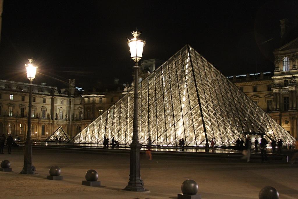 Pirámide Luvresca!