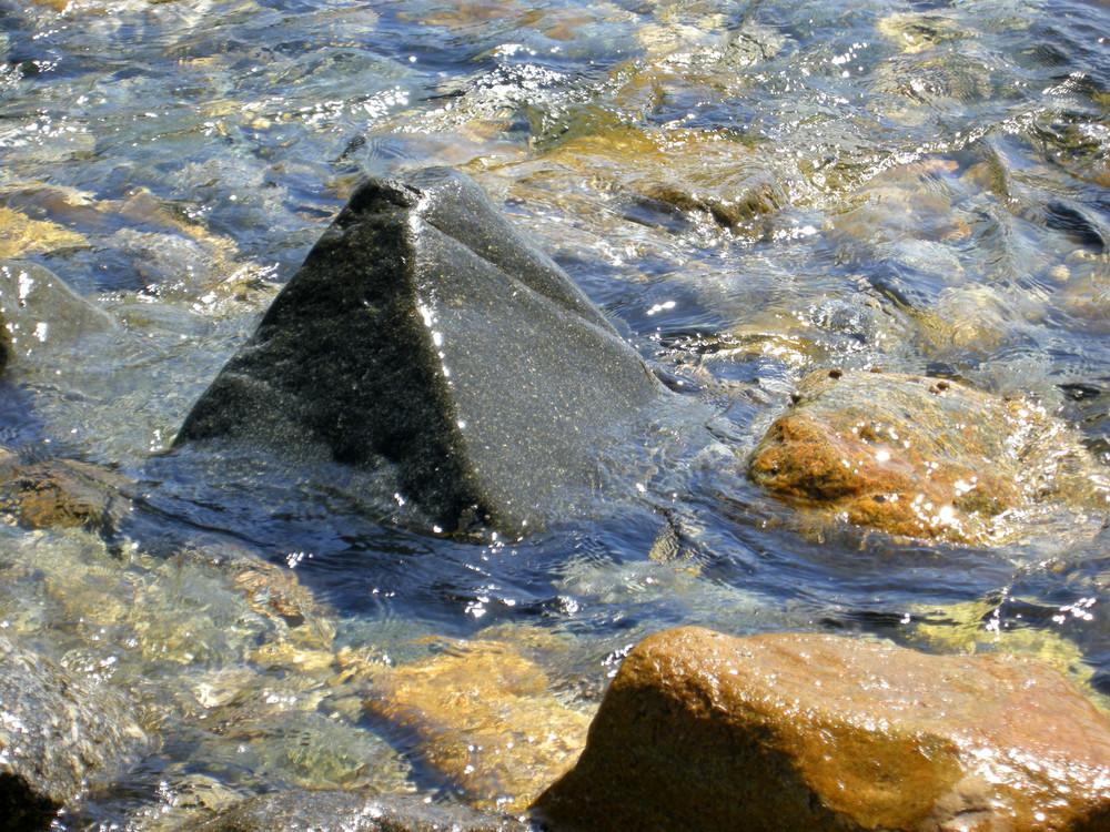 Piramidi in mezzo al mare