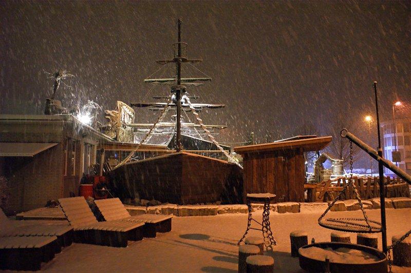 Piratenschiff im Schneesturm