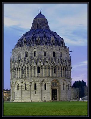 Pisa bei Nacht