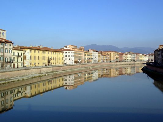 Pisa, eine malerische Großstadt.