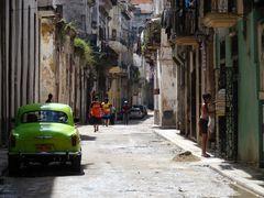 pitoresker Straßenzug - Hartes Leben in der Altstadt von Havanna