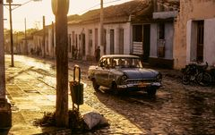 PKW im Gegenlicht Cuba Trinidad