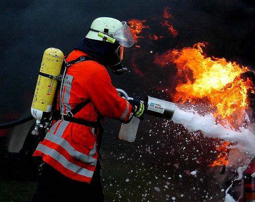 Pkw in Flammen 02