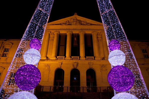 Place du Palais de Justice de Nice a Noel