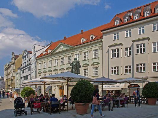 Place Fugger et statue de Hans Jakob Fugger -  Augsburg - Fuggerplatz mit Hans Jakob Fugger Denkmal