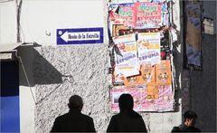 Plakate an Hauswand ... in Peru