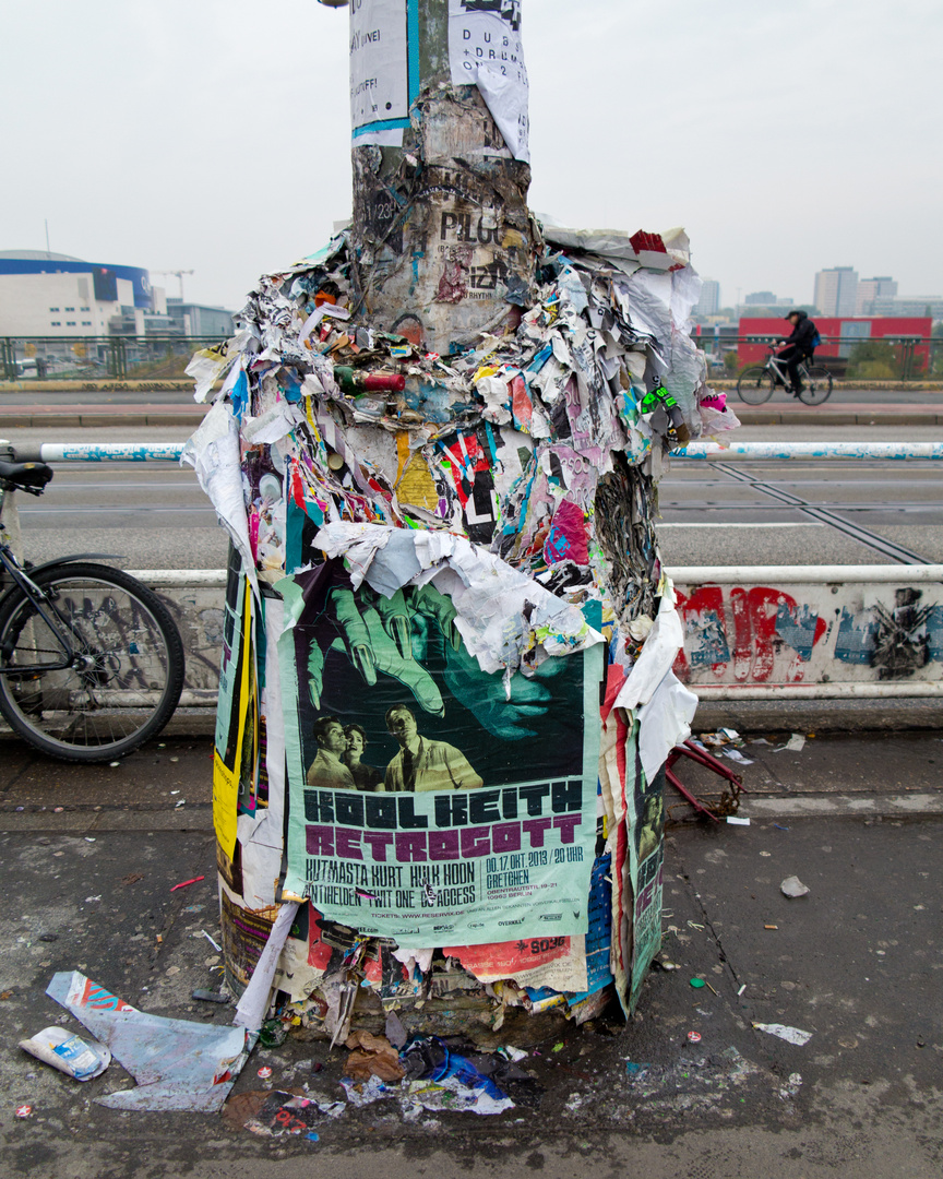 Plakate ankleben erwünscht - entfernen verboten