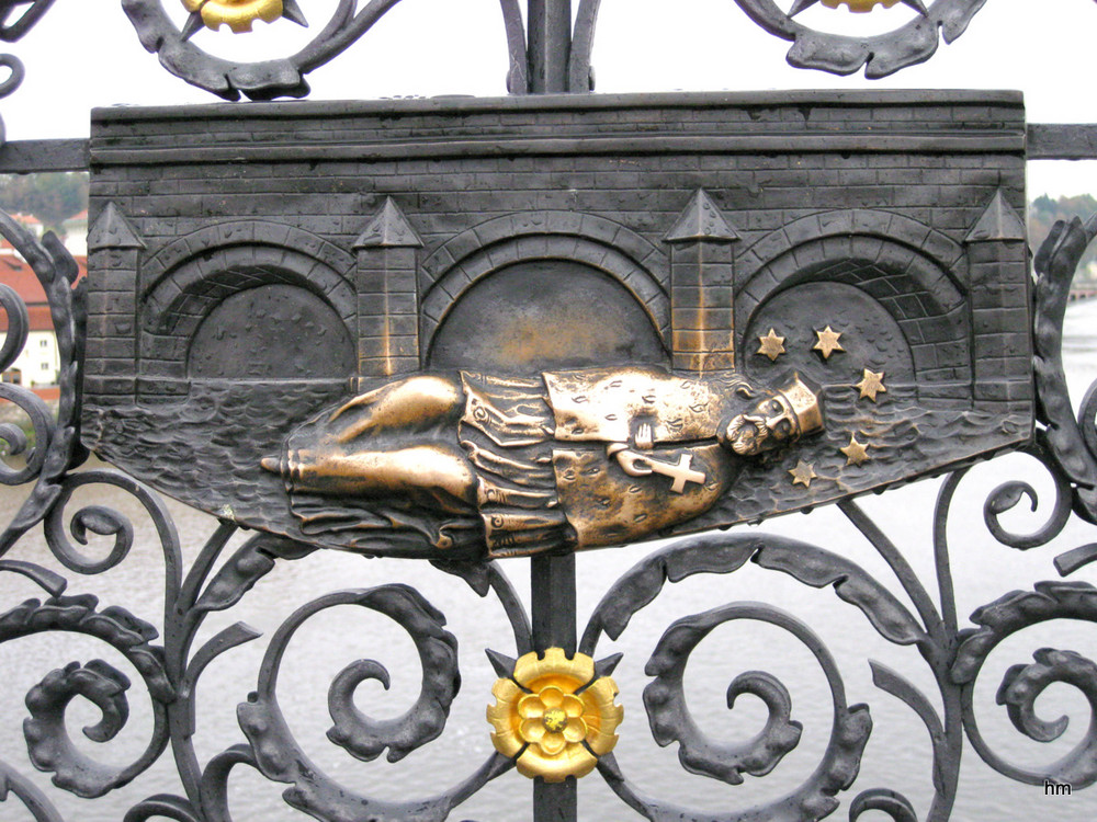 Plakette des heiligen Nepomuk auf der Karlsbrücke PRAG