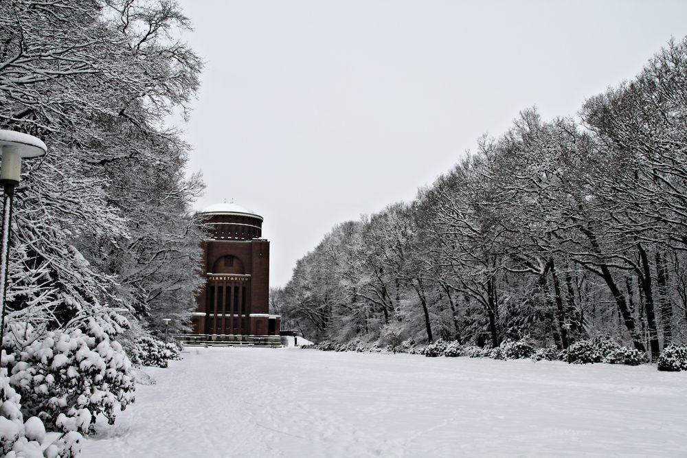 planetarium hamburg im schnee foto bild jahreszeiten winter serie 1 bilder auf fotocommunity. Black Bedroom Furniture Sets. Home Design Ideas