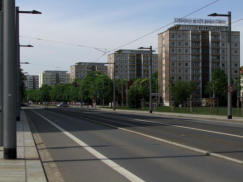 Plattenbauten grüßen Dresdens Gäste