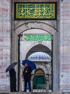 Plausch vor der Moschee
