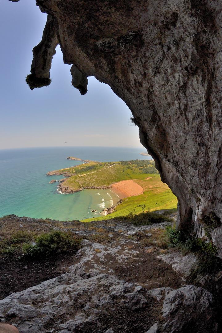 Playa de sonabia desde los acantilados