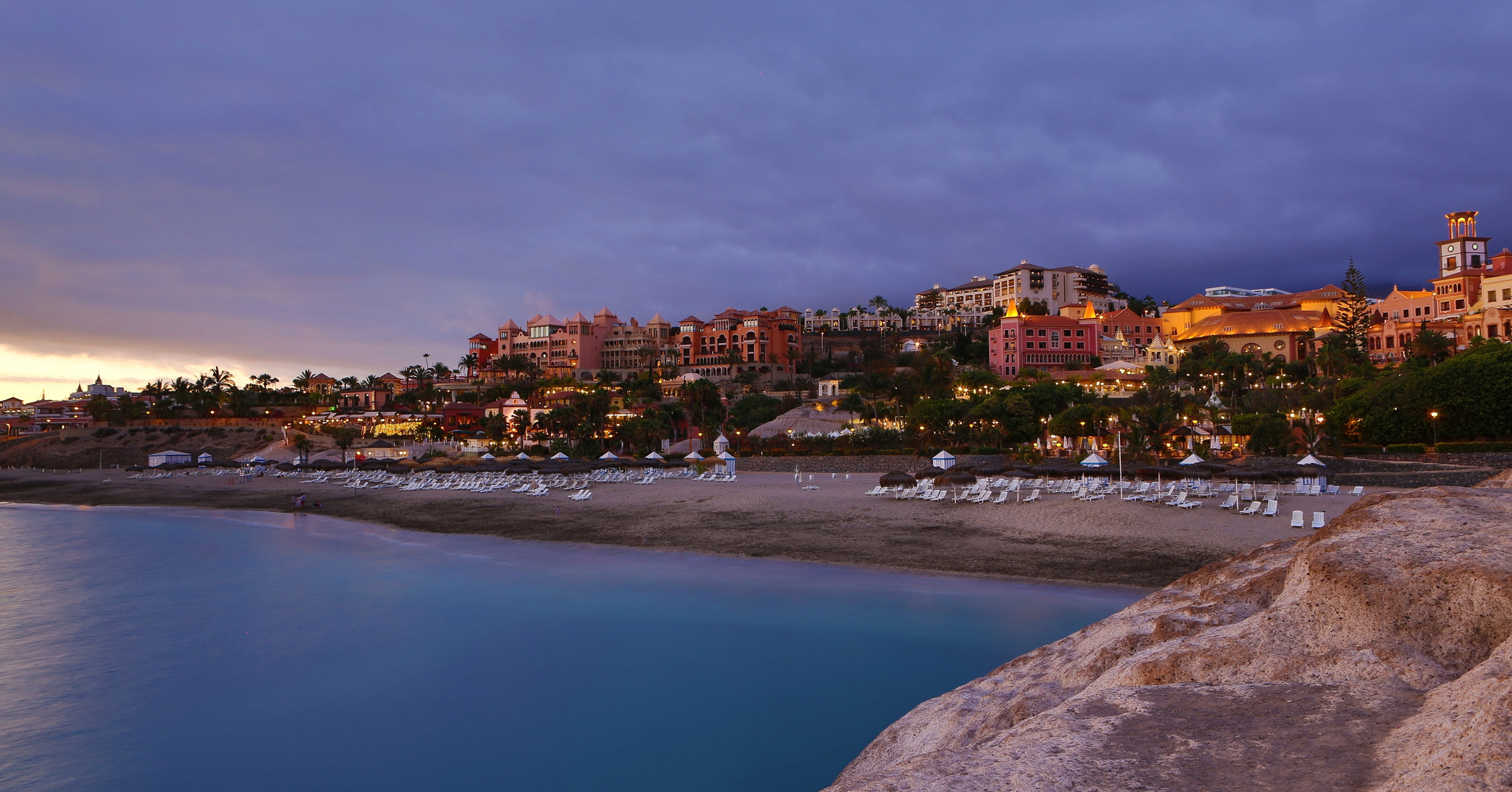 Playa del Duque im Abendlicht