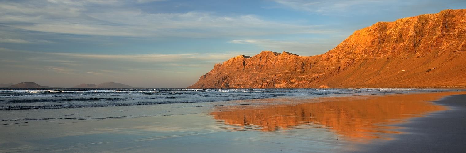 *Playa & Risco de Famara*
