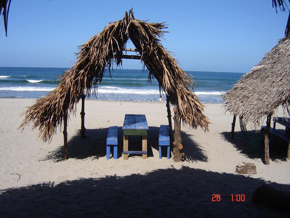 Playa Triunfo de la Cruz, en Tela Honduras