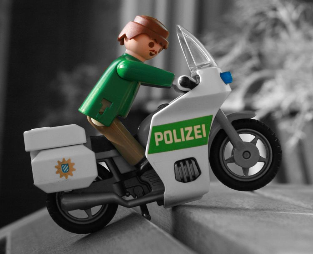 playmobil polizei motorrad foto  bild  stillleben