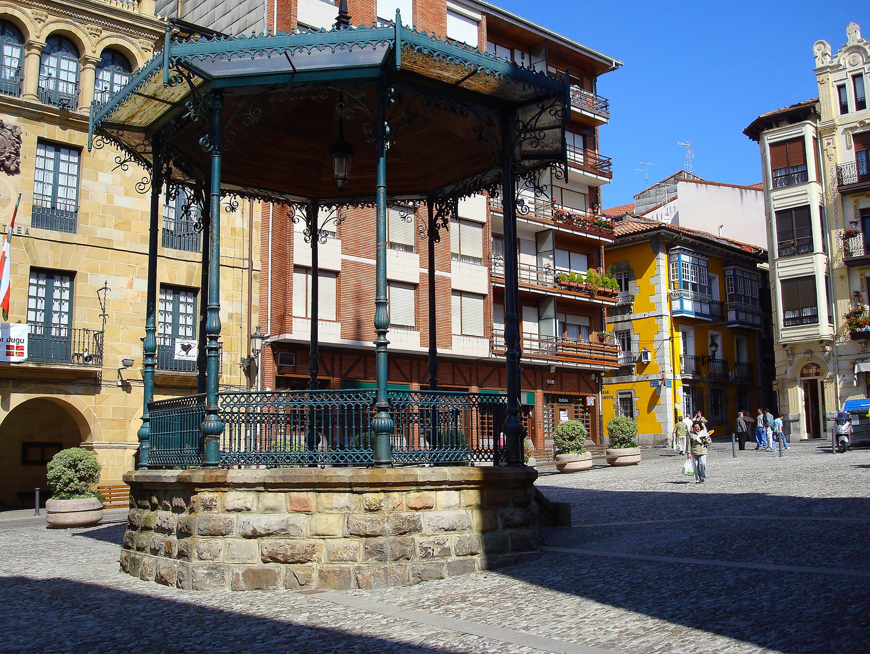 Plaza de Bermeo, País Vasco, España