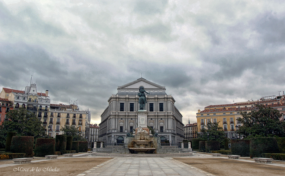 ...Plaza de Oriente...