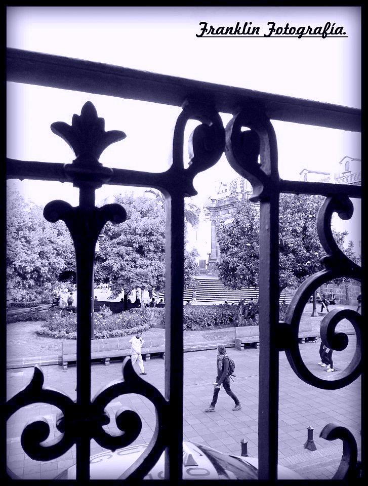 Plaza en Quito Viejo. (fek76@hotmail.com) Derechos reservados.