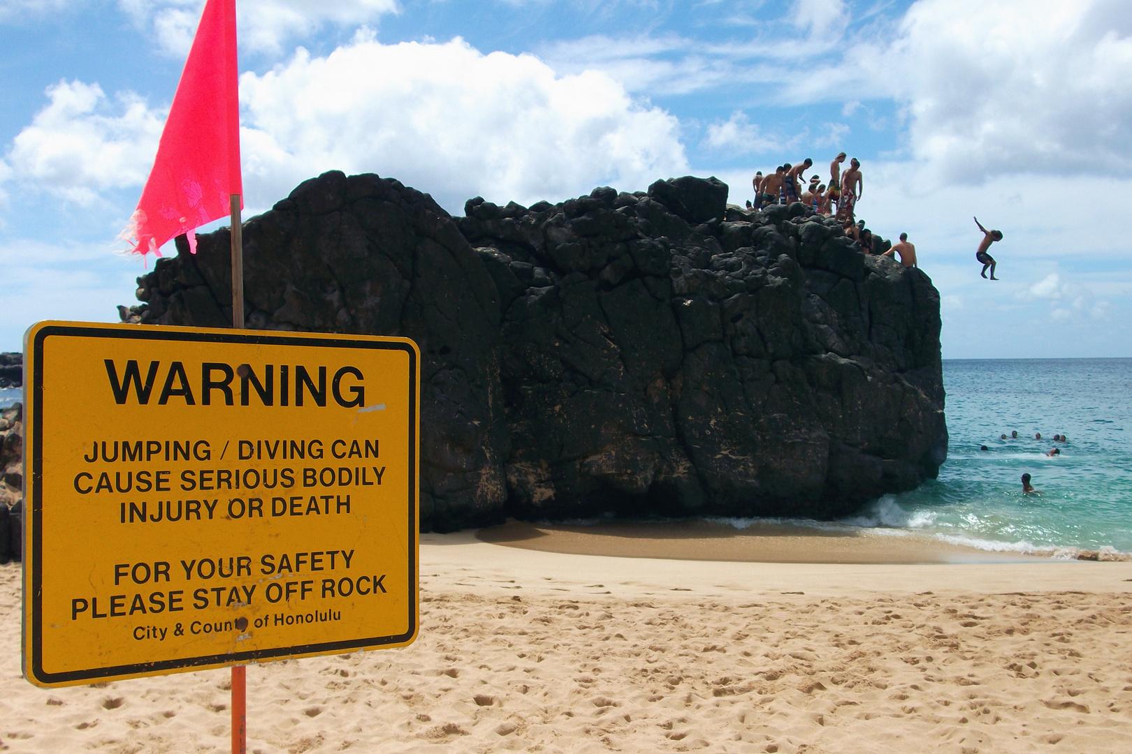 Please-Stay-Off-Rock_Hawaii_Ohau
