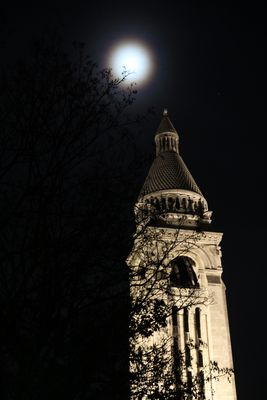 Pleine lune au-dessus du Sacré Coeur