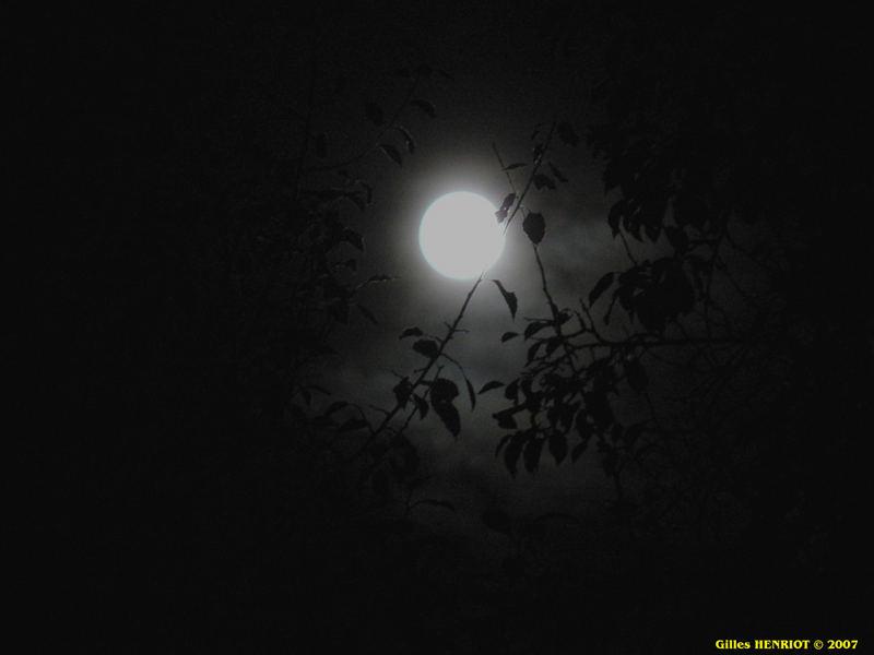 Pleine lune dans l'Isère